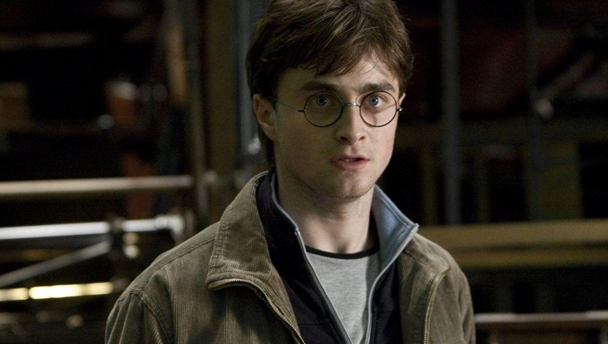 Daniel Radcliffe addresses Johnny Depp's casting in Fantastic Beasts sequel2011 England Riots - Celebrity - Daniel Radcliffe - Eddie Redmayne - Entertainment Weekly - Fantastic - Grindelwald - Harry Potter - Johnny Depp - NFL