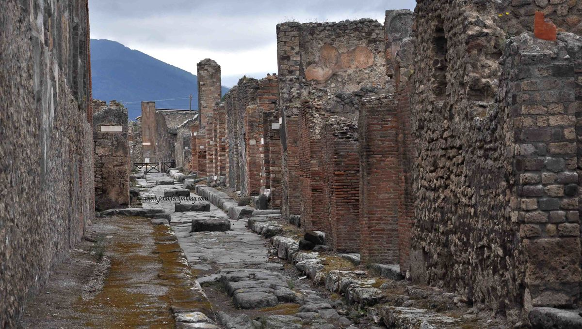 Scientists use X-rays to read ancient scrolls hidden and preserved in Pompeii
