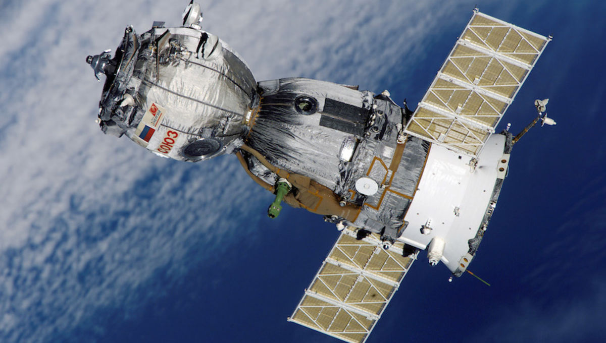 Soyuz_TMA-7_spacecraft2edit1.jpg
