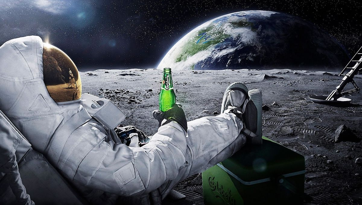 astronaut-drinking-carlsberg-on-moon-hd-desktop-wallpaper.jpg
