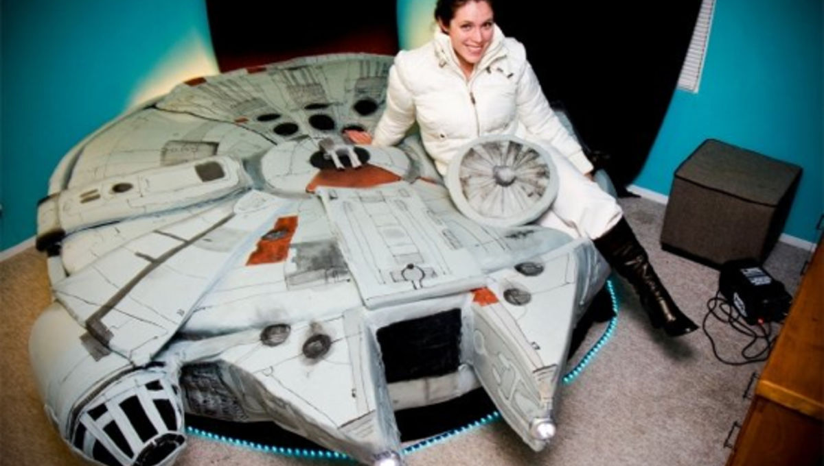 Millennium Falcon Bed Makes The Kessel Run In Comfort Syfy Wire