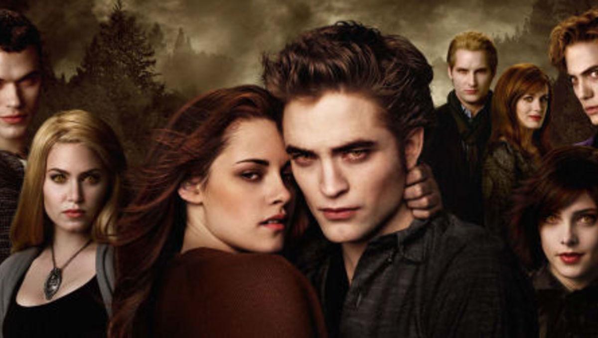 Twilight's Bella, Edward and Jacob on their hot three-way