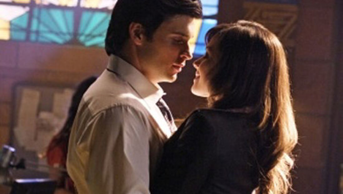When does clark start hookup lois in smallville