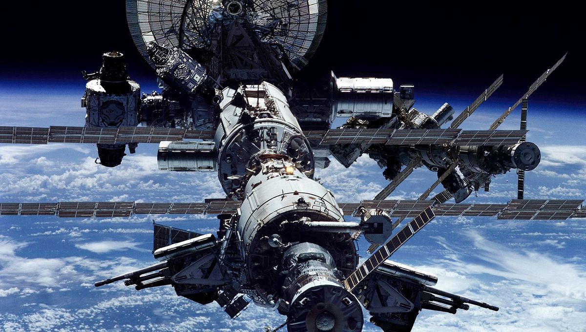 military-iss-space-iphone-ipad_523657.jpg