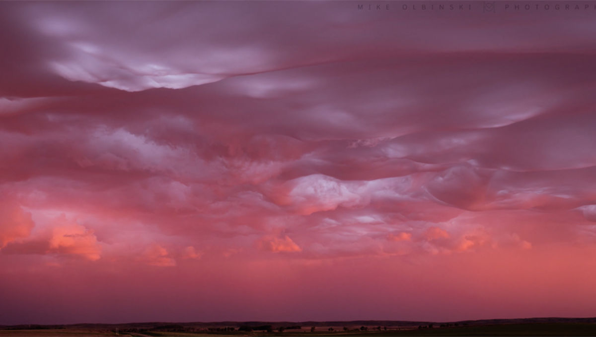 undulatus asperatus at sunset