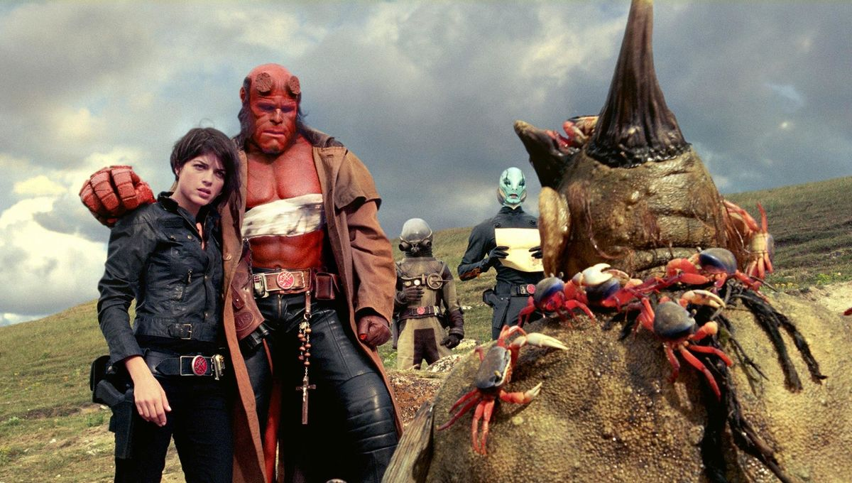 still-of-ron-perlman-and-selma-blair-in-hellboy-ii--the-golden-army-(2008)-large-picture.jpg