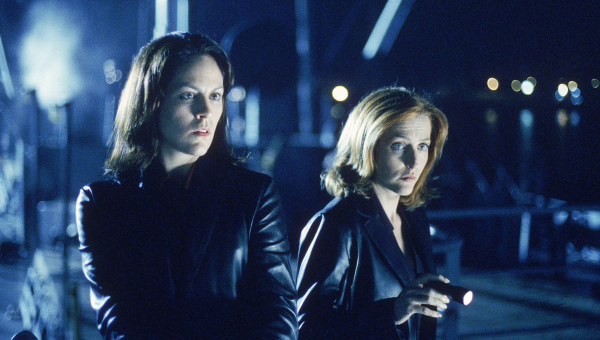 Annabeth-Gish-Gillian-Anderson-X-Files.jpg