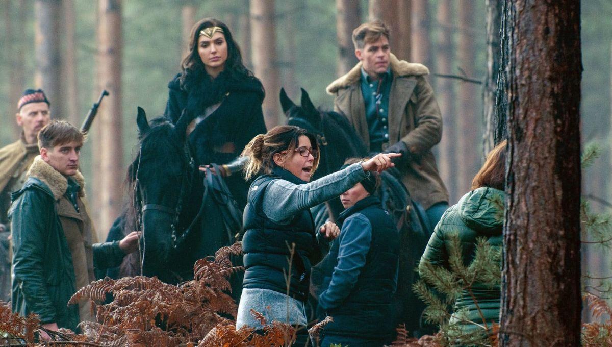 Patty-Jenkins-on-the-Wonder-Woman-set_0.jpg