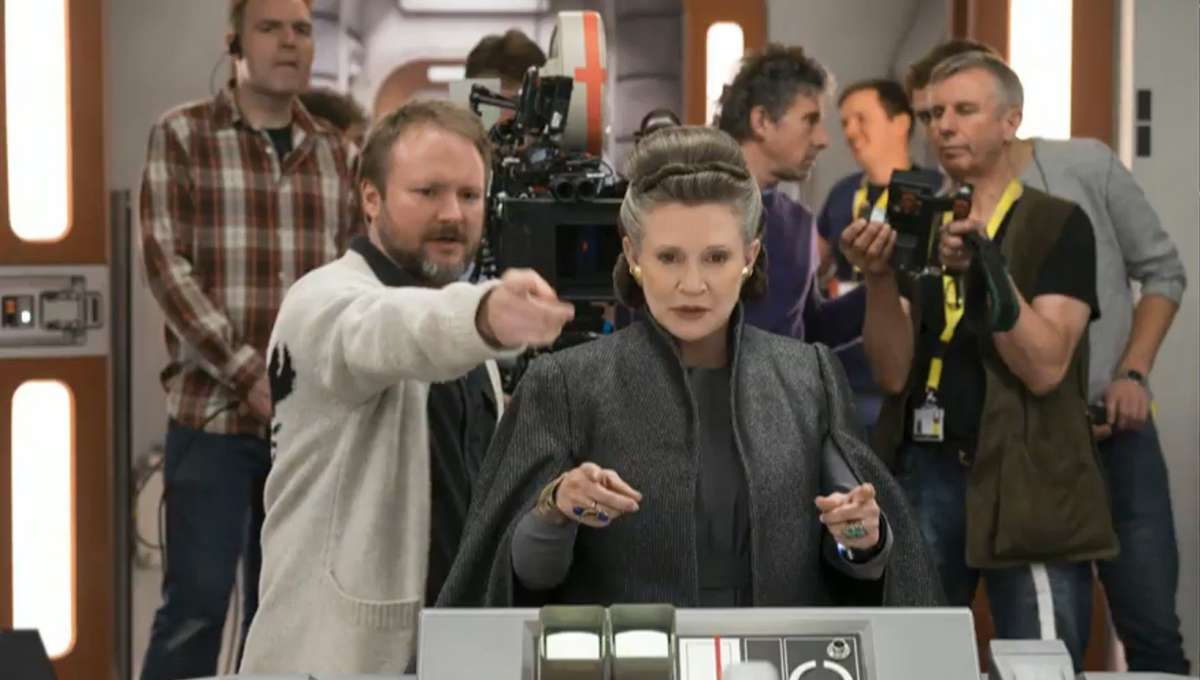 Rian-Johnson-directing-Carrie-Fisher-The-Last-Jedi.jpg