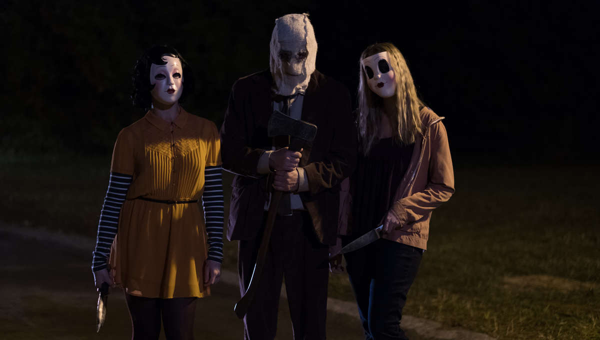 """""""Pinup"""" (Anna Shaffer), """"Man in the Mask"""" (Damian Maffei) and """"Dollface"""" (Emma Bellomy) are on the hunt for a killer night in THE STRANGERS: PREY AT NIGHT"""