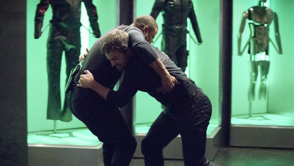 arrow_oliver_and_diggle_fight.jpg
