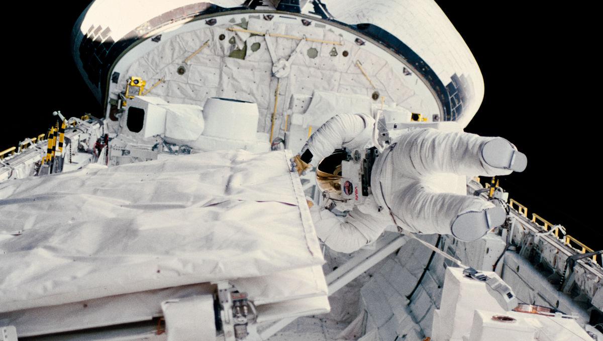 kathryn sullivan space walk