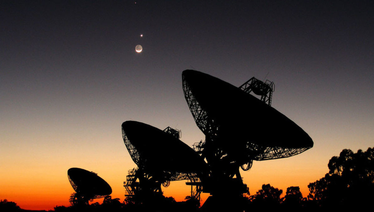 NASA image of radio telescopes