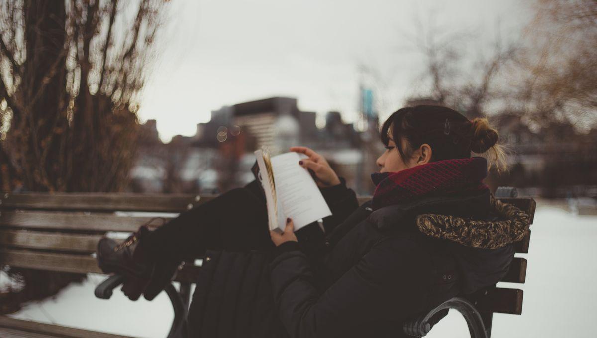 woman-reading-snow