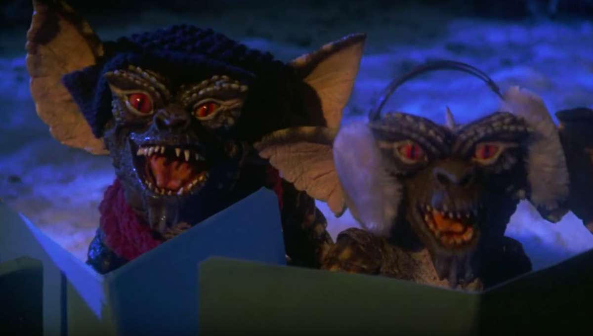 Gremlins caroling Joe Dante