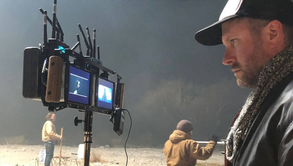 Adam Mason on Black Antenna set