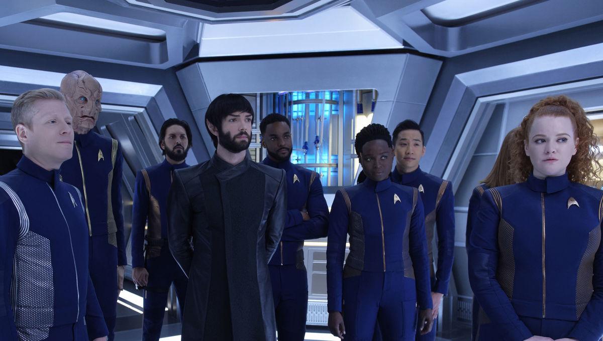 Star Trek: Discovery- Assembled crew (Credit: Ben Mark Holzberg/CBS)