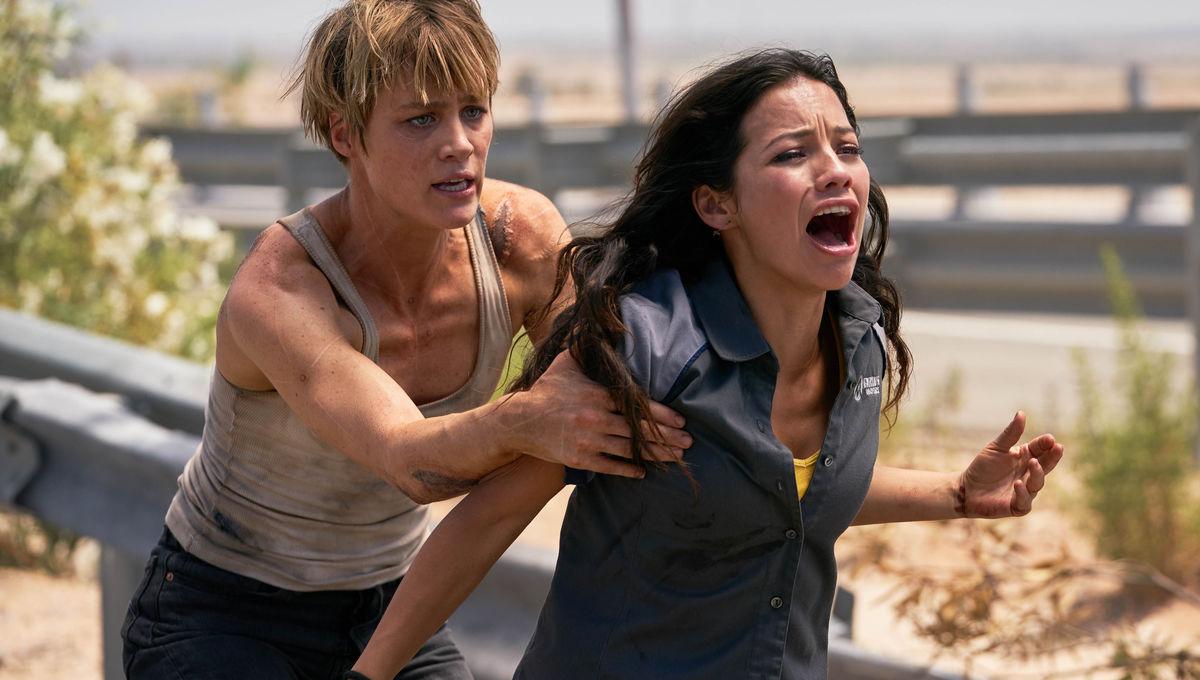 Terminator Dark Fate - Mackenzie Davis and Natalia Reyes