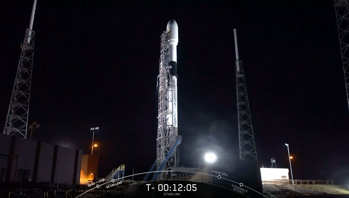 SpaceX Starlink Falcon 9 rocket on the launchpad