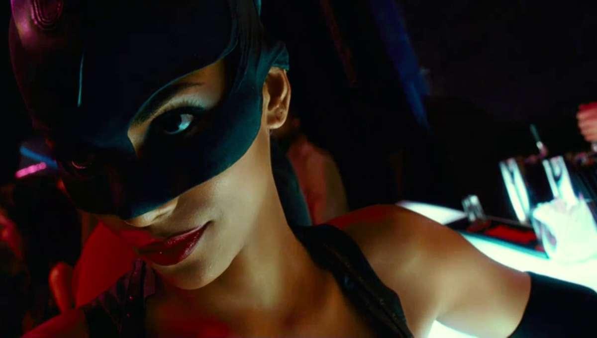 Catwoman_barscene