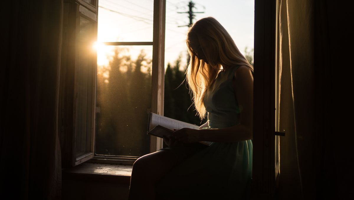 woman-reading-book-sun