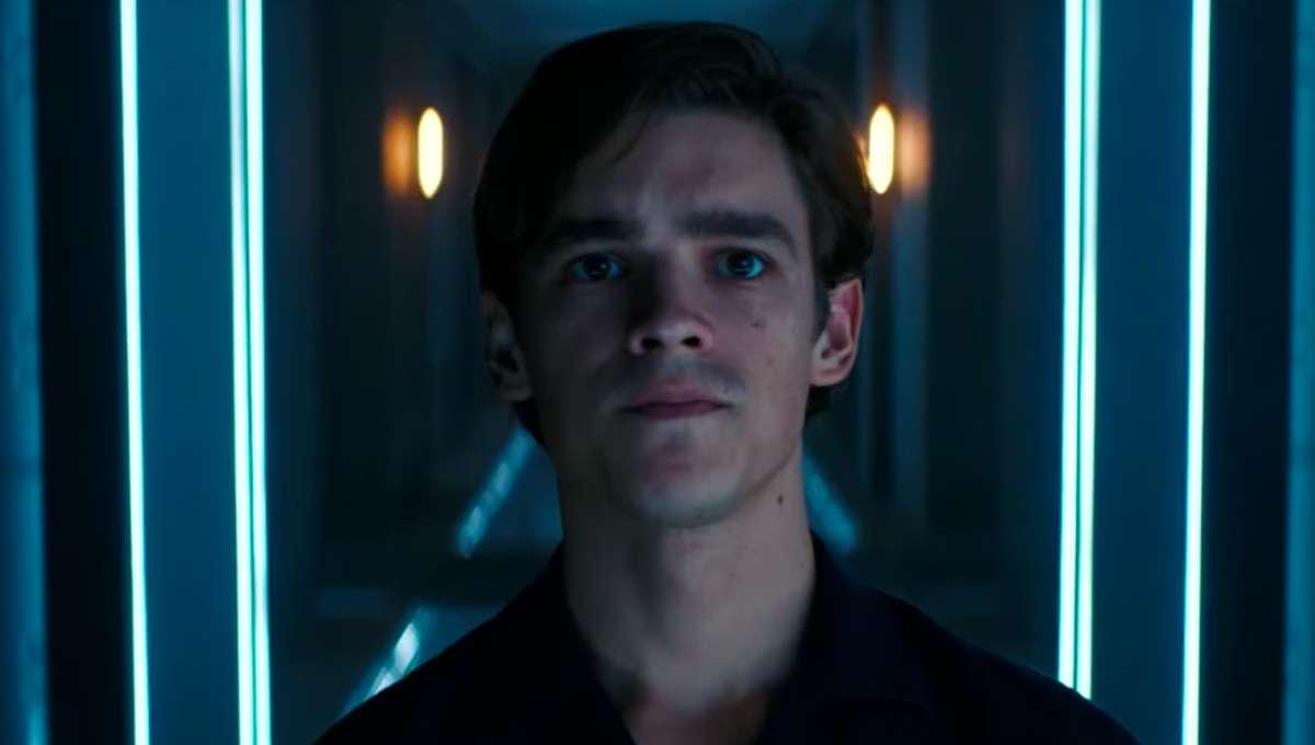 Brenton Thwaites Dick Grayson Titans Season 2