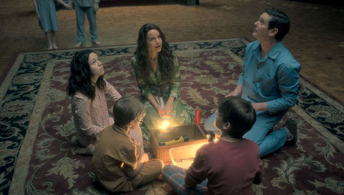 Haunting of Hill House family