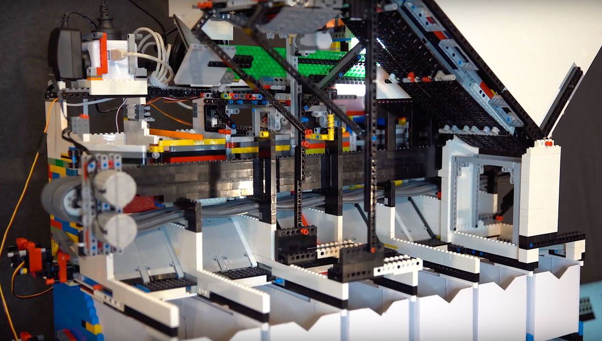 LEGO AI sorting machine