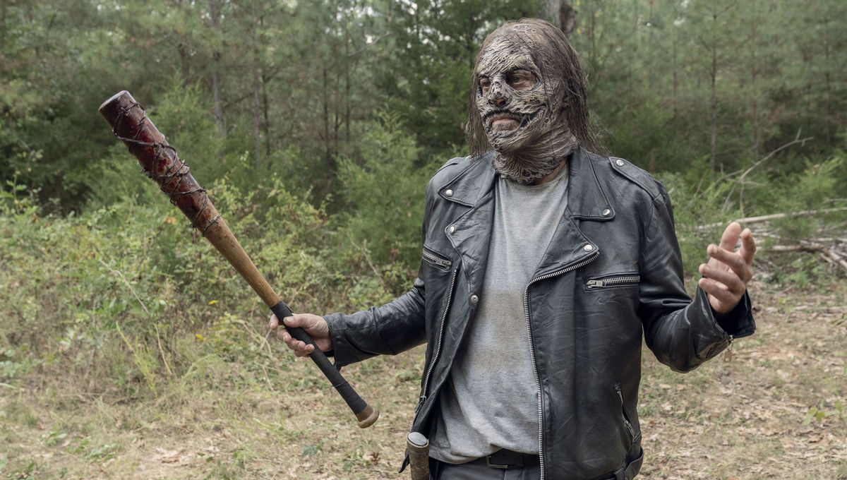 The Walking Dead episode 1012 - Negan in Whisperer mask