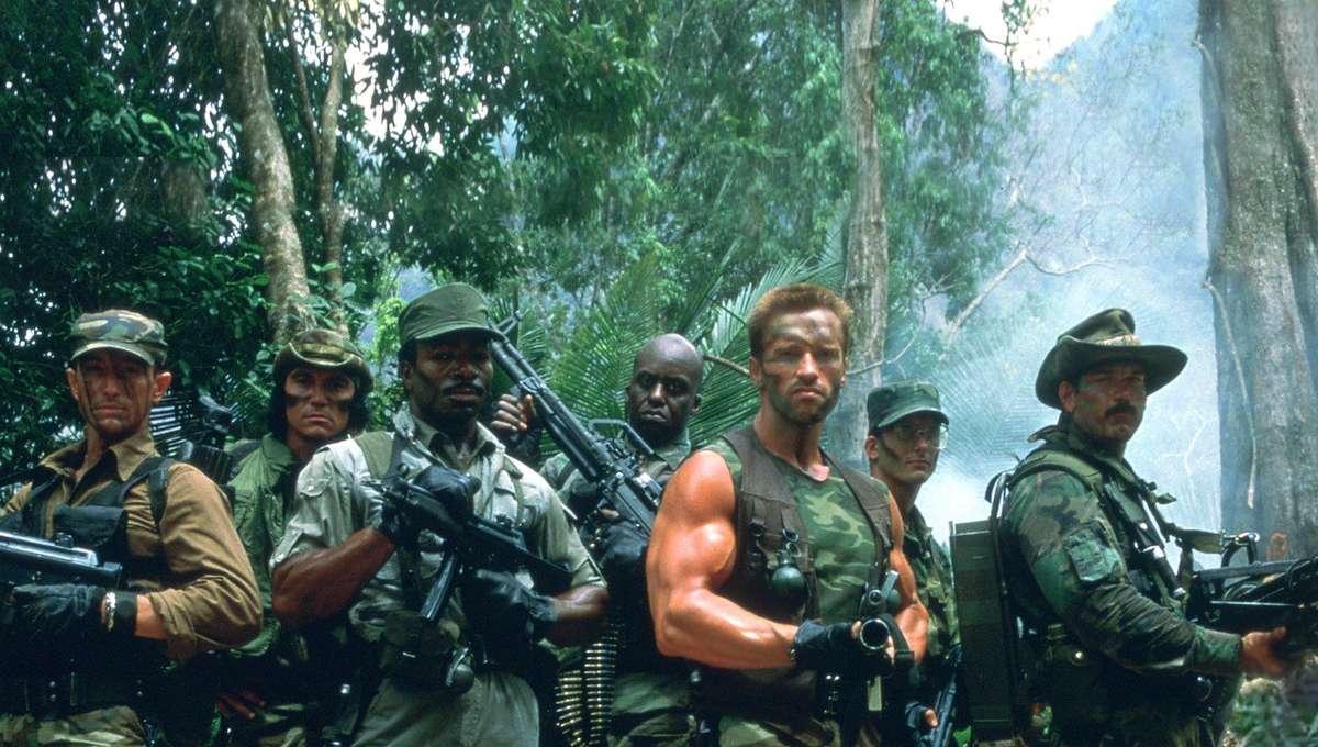 Arnold Schwarzenegger and rescue team in Predator