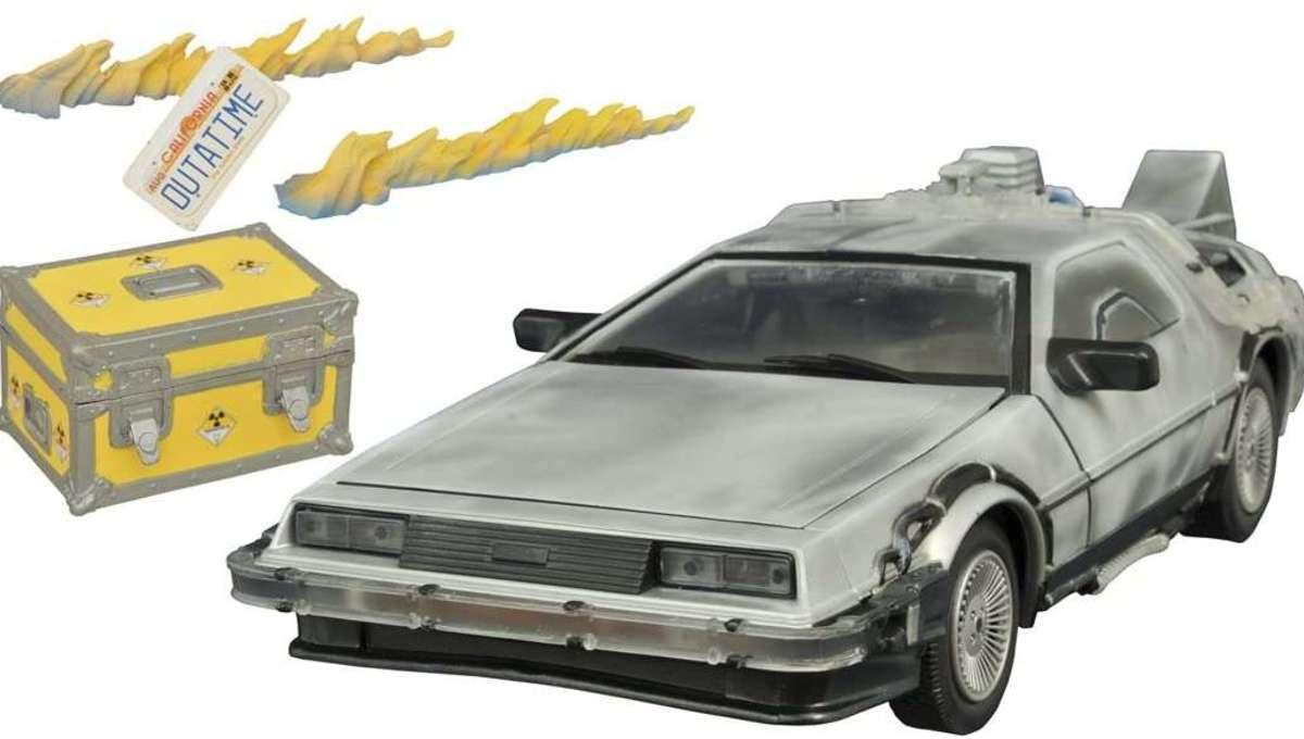 2015 Diamond Select DeLorean