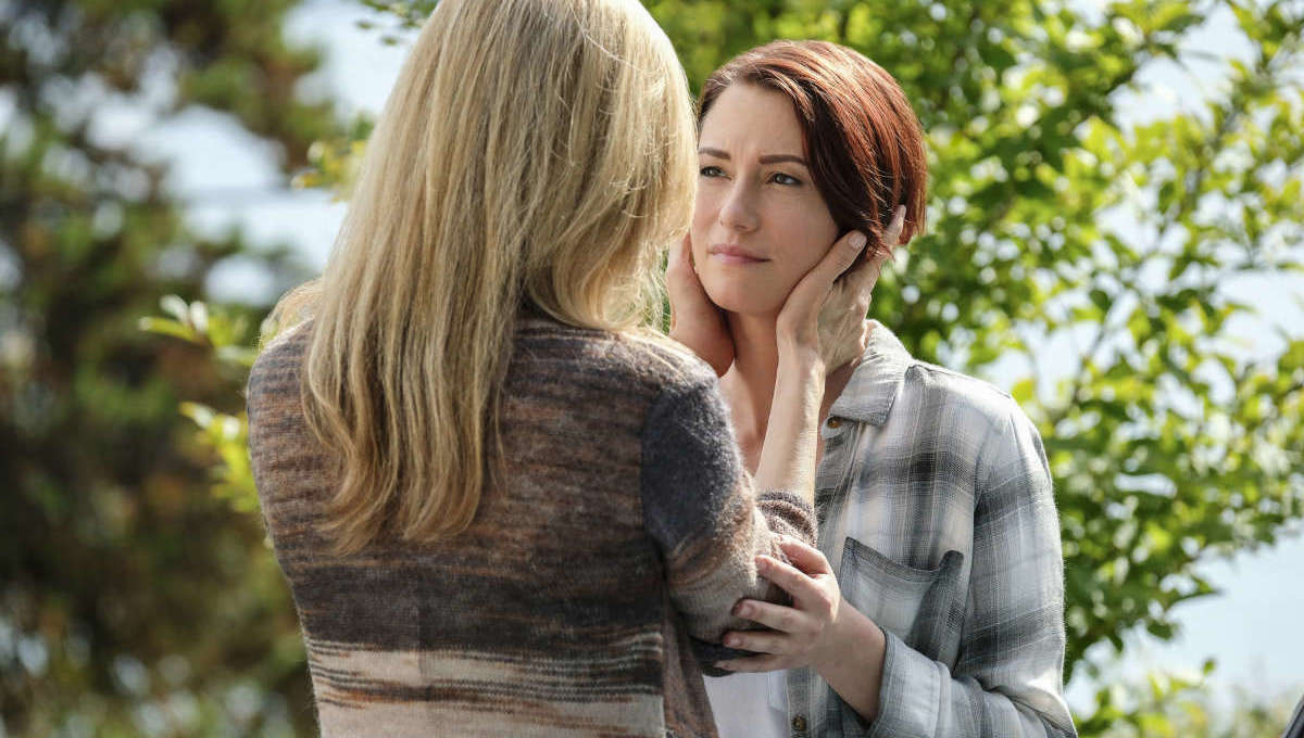 Helen Slater and Chyler Leigh in Supergirl