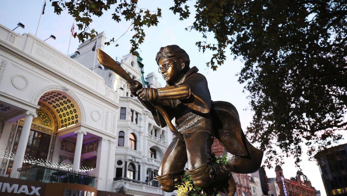 Harry Potter London statue