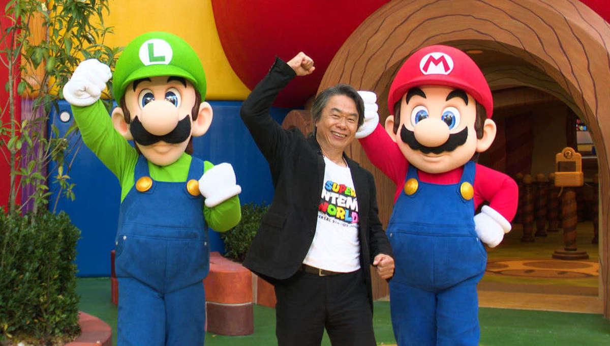 Shigeru Miyamoto celebrating Super Nintendo World with Mario and Luigi
