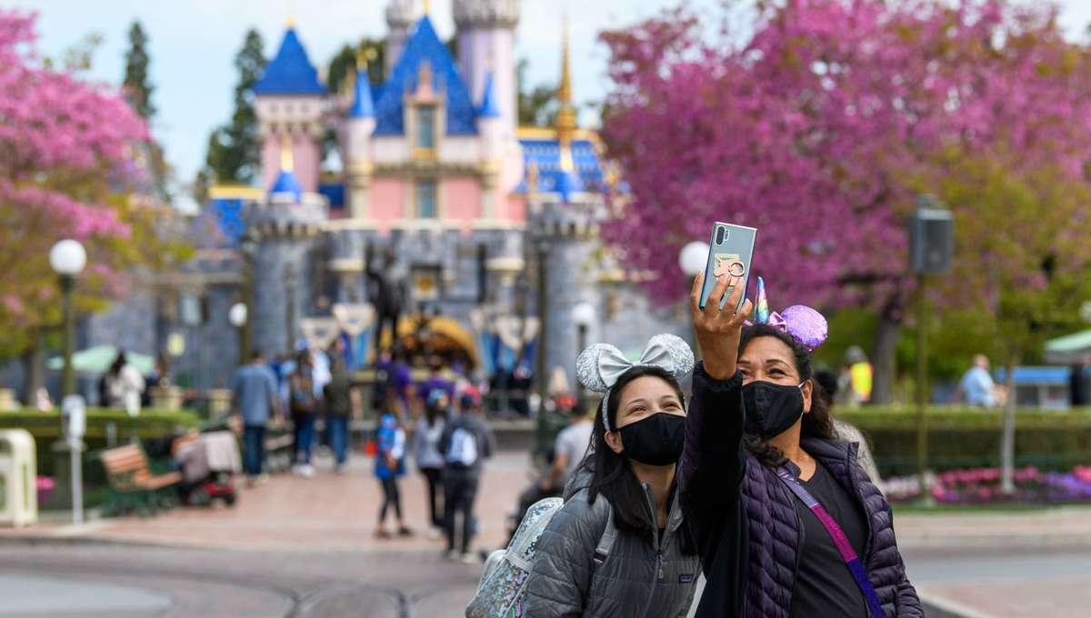 Two guests take a selfie at Disneyland Park