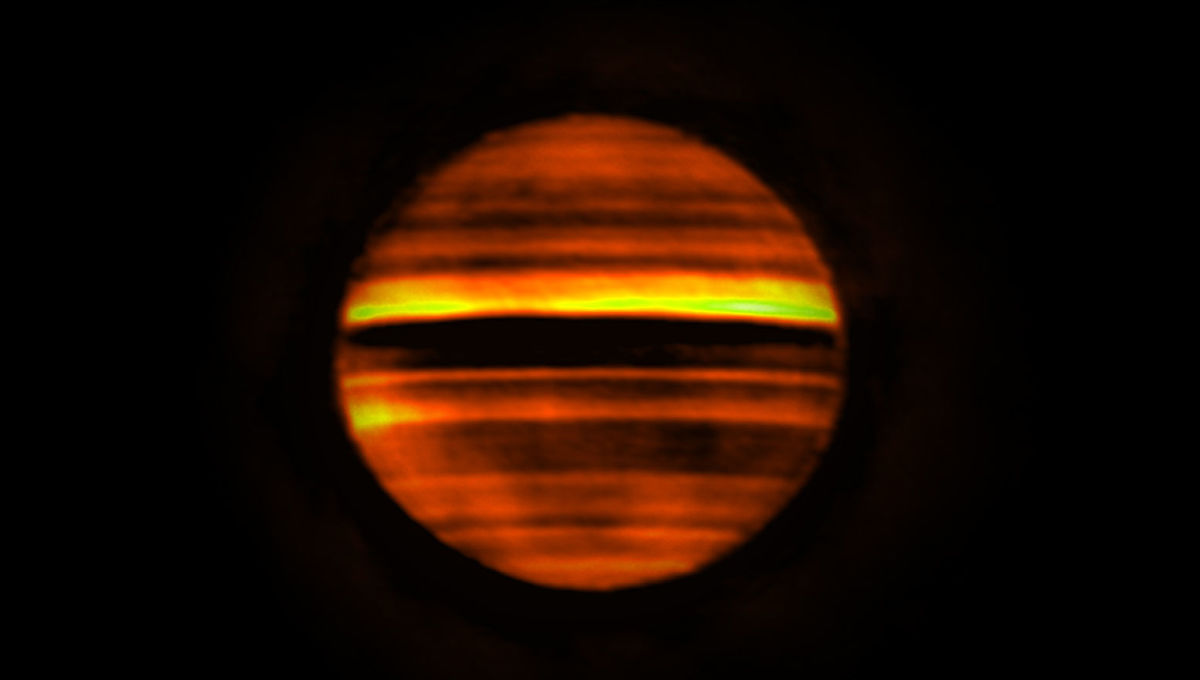 An image of Jupiter taken at different wavelengths by ALMA shows that the planet's zones (bright) are warmer and belts (darker) cooler. Credit: ALMA (ESO/NAOJ/NRAO), I. de Pater et al.; NRAO/AUI NSF, S. Dagnello