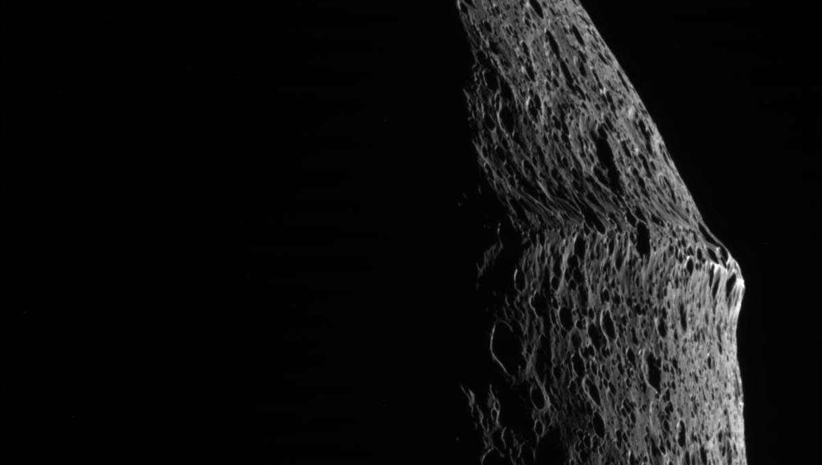 A close view of the weird ridge wrapping around the equator of Saturn's moon Iapetus. Credit: NASA/JPL/Space Science Institute
