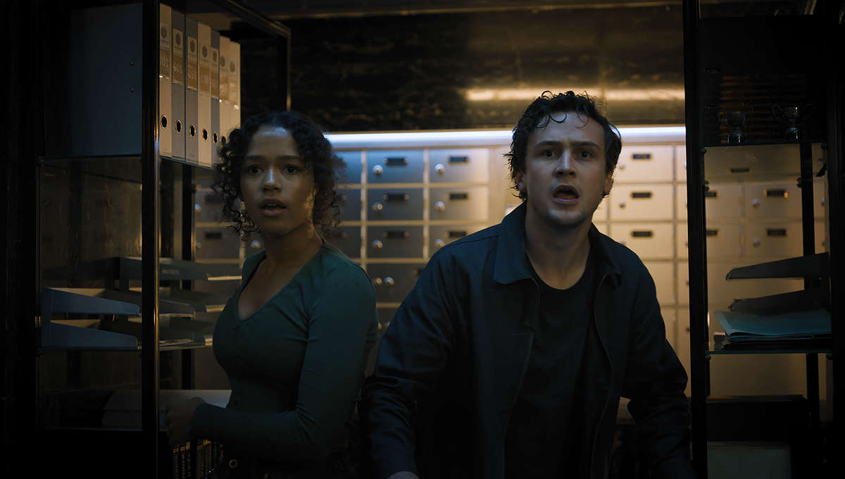 Zoey Davis and Ben Miller in Escape Room: Tournament of Champions