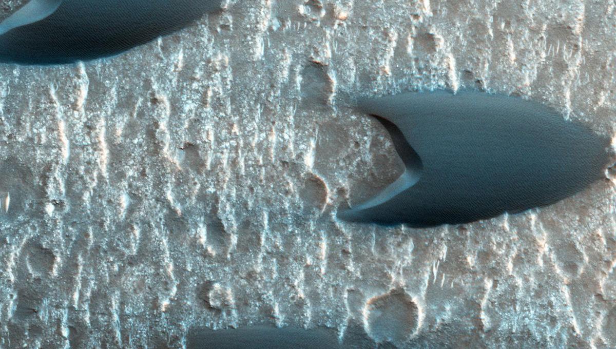 Barchan dunes on Mars. Credit:NASA/JPL-Caltech/Univ. of Arizona