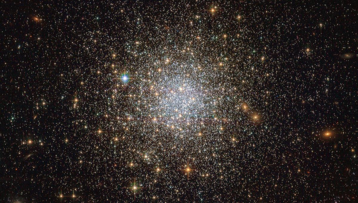 The spectacular globular cluster NGC 1466. Credit: ESA/Hubble & NASA