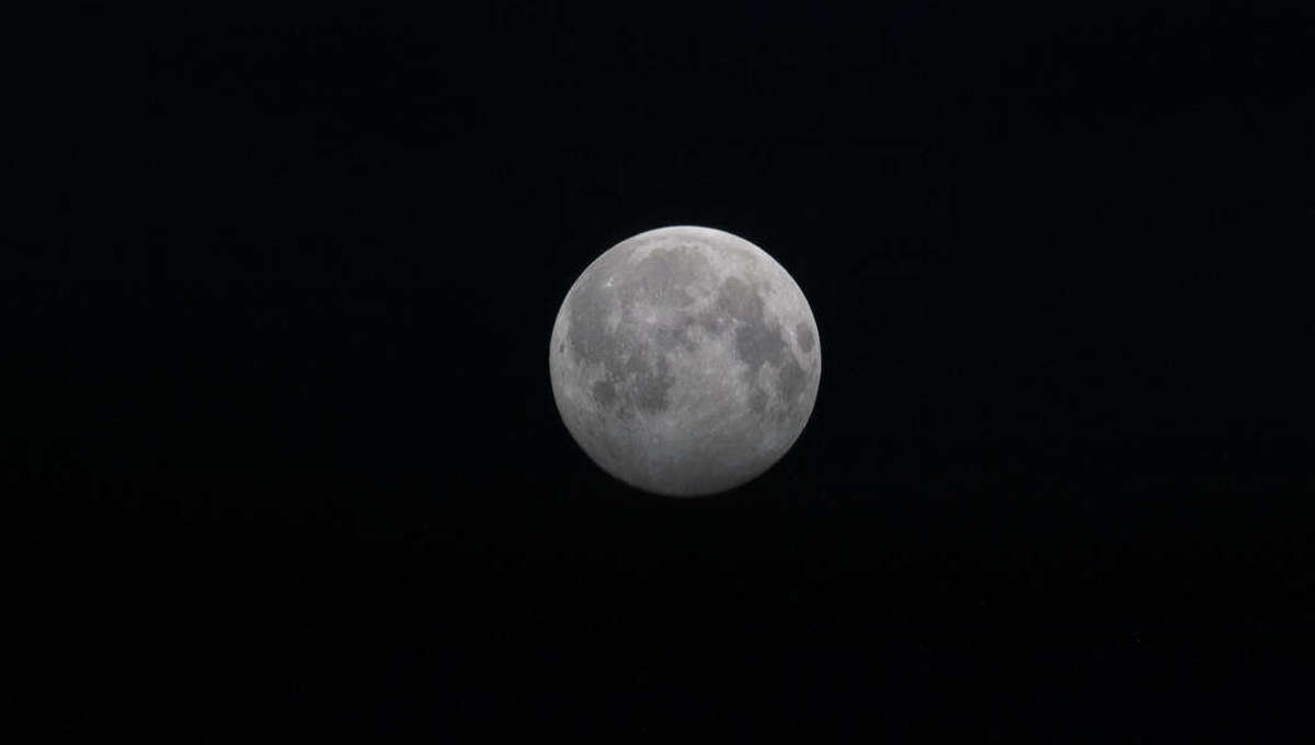 Liz Full Moon above the Earth's horizon