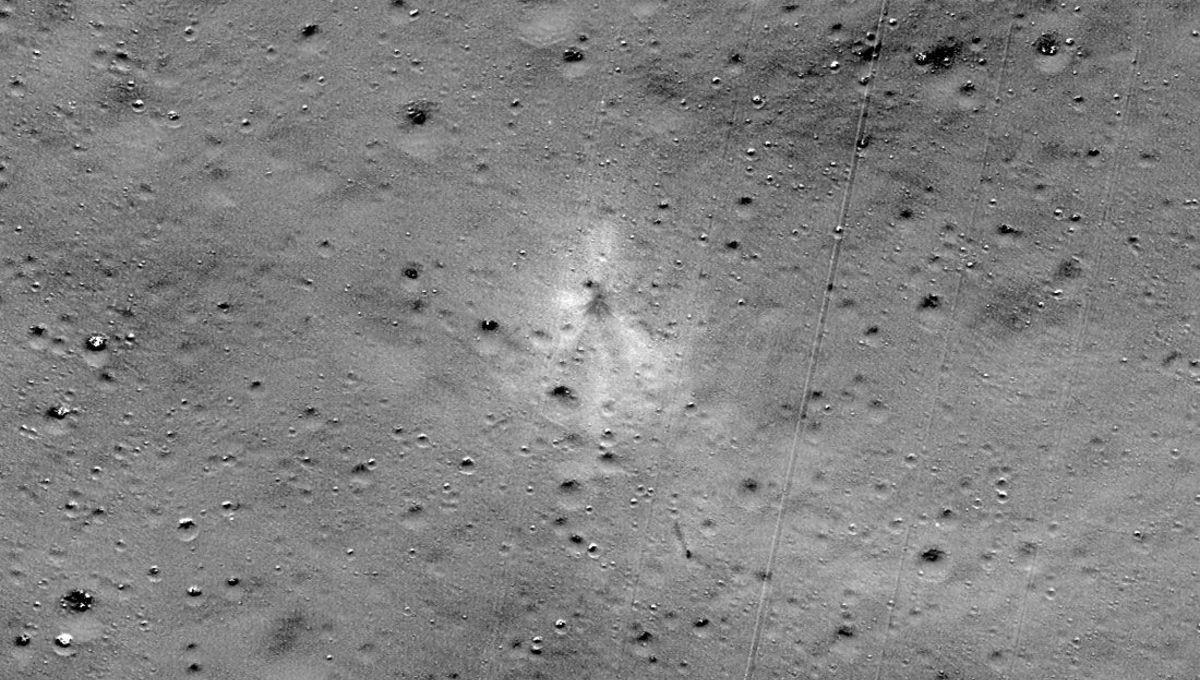 A ratio of the before and after images from Lunar Reconnaissance Orbiter clearly shows the lunar regolith disturbed by the Vikram lander crash. Credit: NASA/GSFC/Arizona State University