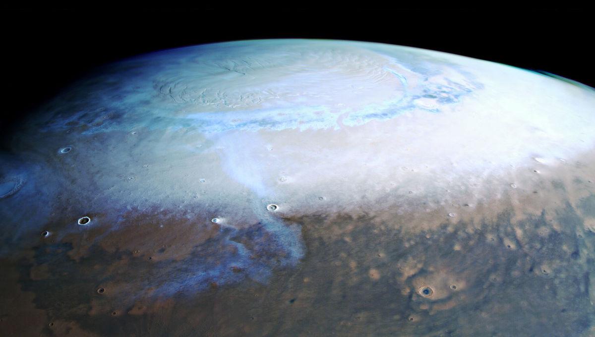 The north pole of Mars, seen by the Mars Express orbiter. Credit: ESA/DLR/FU Berlin, CC BY-SA 3.0 IGO
