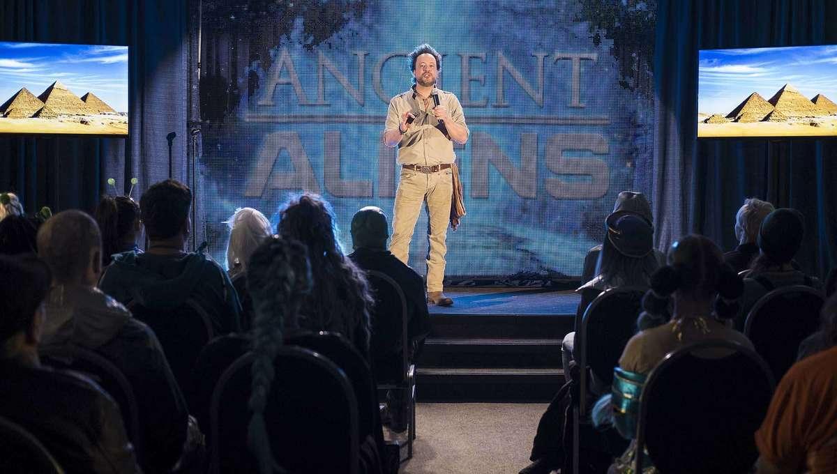 "Resident Alien Season 1, Episode 9: ""Welcome Aliens"""