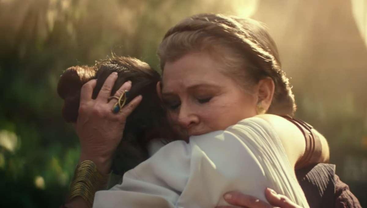 Star Wars: The Rise of Skywalker (Leia hugs Rey)