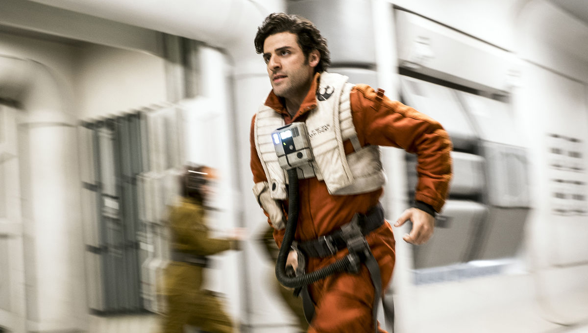 star-wars-the-last-jedi-oscar-isaac-poe-dameron-run.jpg