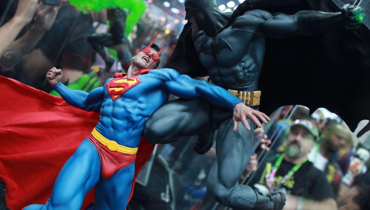 sideshow collectibles superman v batman