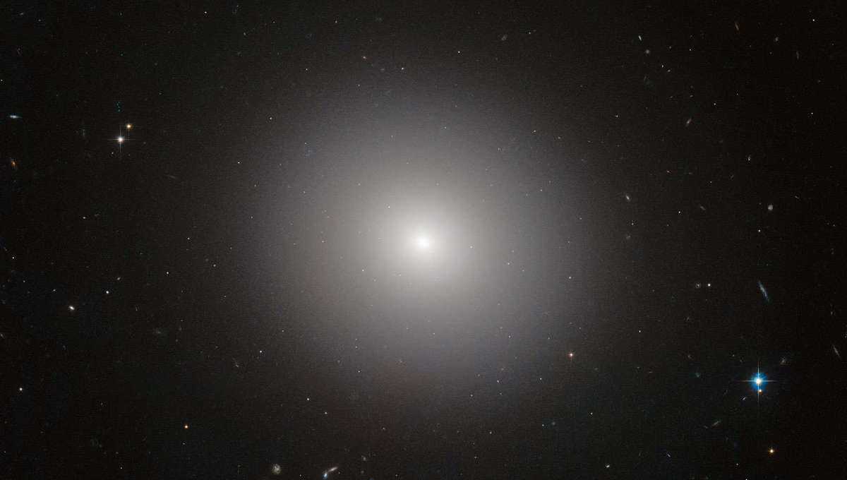 The elliptical galaxy IC 2006, which lies about 65 million light years from Earth. Credit:  ESA/Hubble & NASA Image acknowledgement: Judy Schmidt and J. Blakeslee (Dominion Astrophysical Observatory). Note that the image is not related to science release