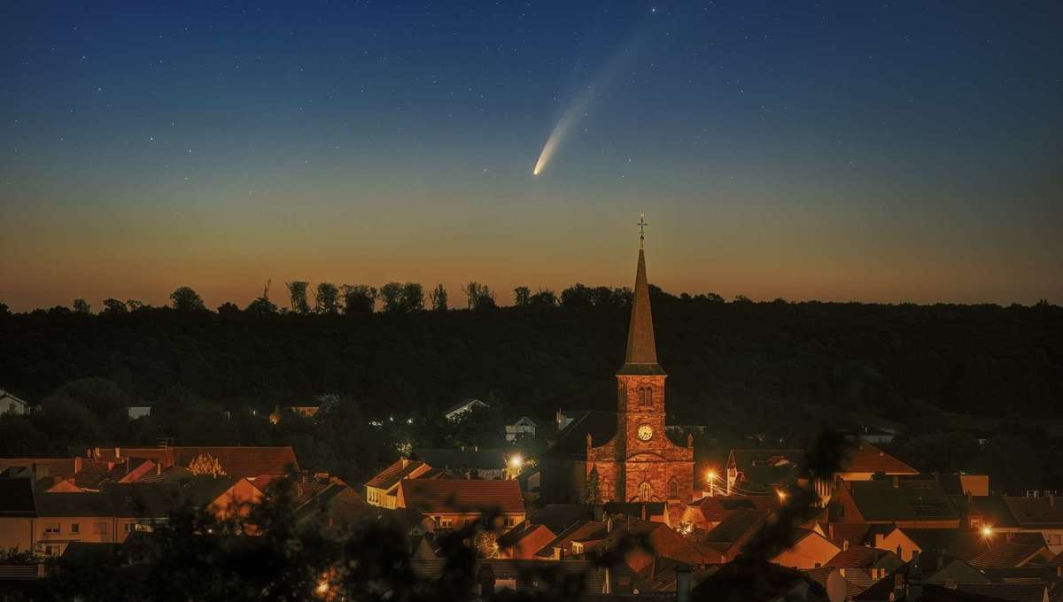 The comet C/2020 F3 NEOWISE rising over the village Spicheren, France on 07 July, 2020. Credit: Dr. Sebastian Voltmer