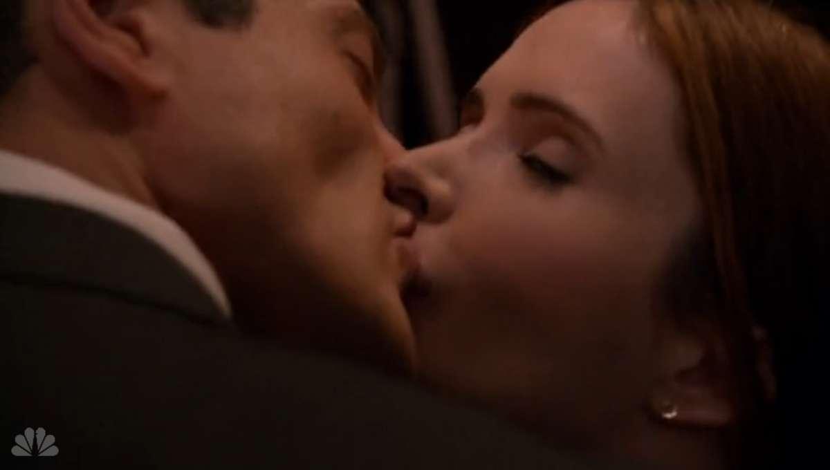 210-Juliette_and_Renard_kiss.png